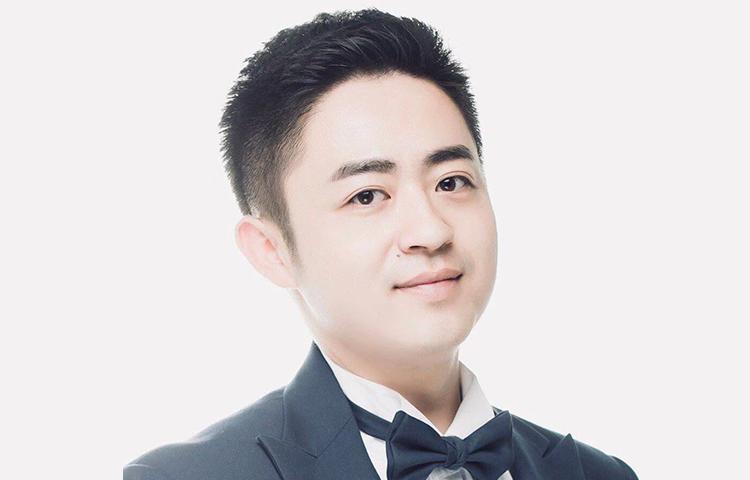李杨-前卫视主播、思维超群、擅长即兴评述。