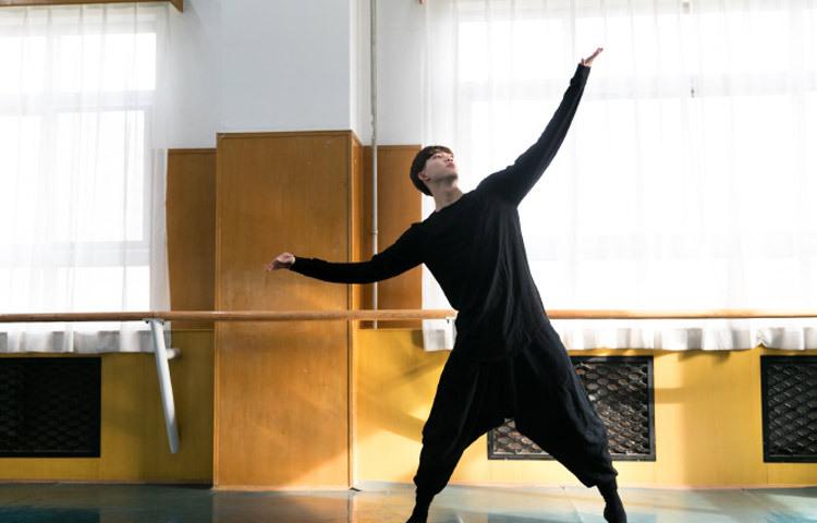 张钊玮-2014年中央民族大学舞蹈表演专业第一2014年中央戏剧学院舞剧系专业第五2015年中央民族大学中舞蹈表演专业第一2014年2015年两年专业均考第一名