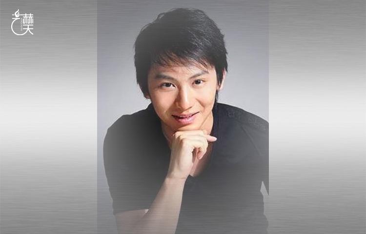 秦枫-教学实践两不误,长期活跃在话剧表演一线