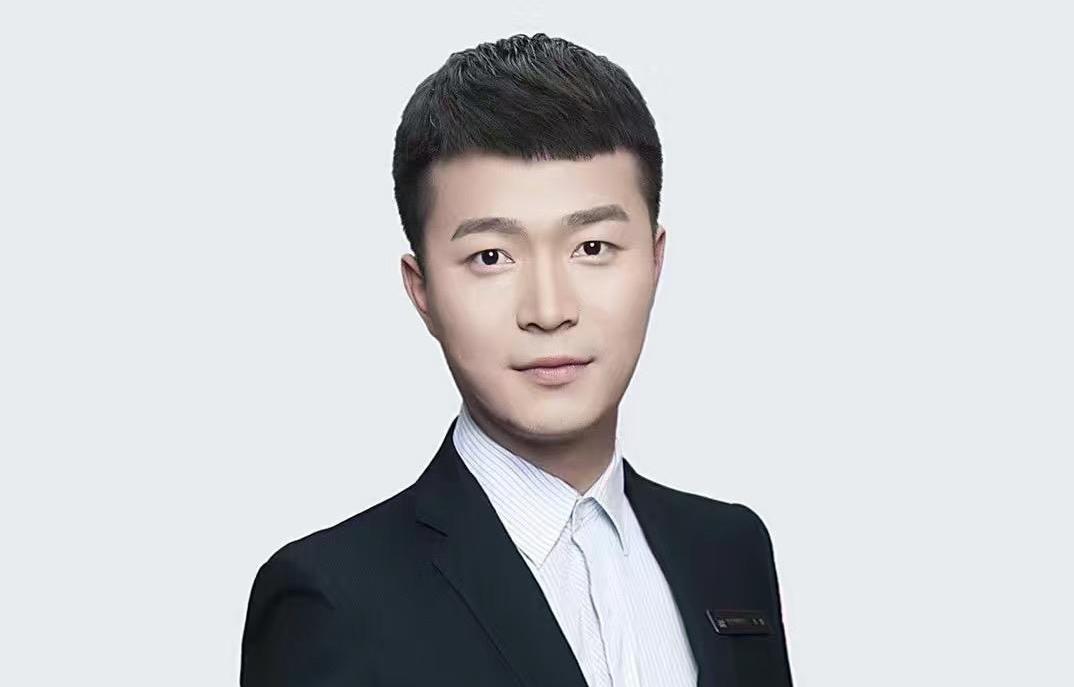王辉-课堂氛围活跃,教学幽默有趣。