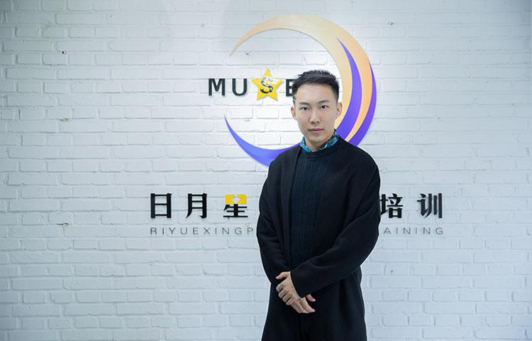 徐方宇-毕业于中国传媒大学表演专业,硕士研究生。