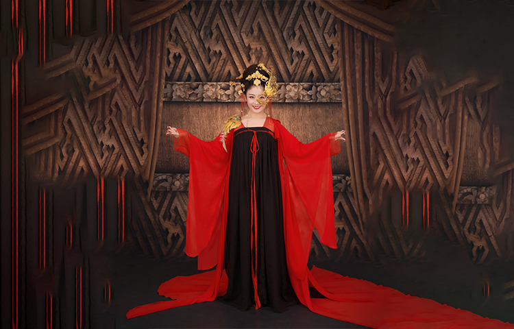 熊婷-著名女高音歌唱家。