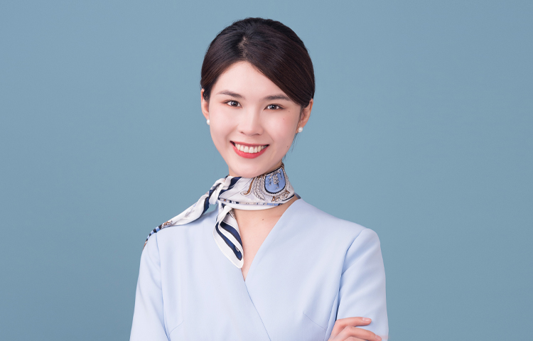 杨颖-美丽大方,拥有丰富教学经验