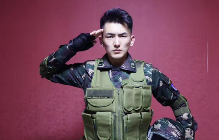 王佳希-表演艺术网红教师