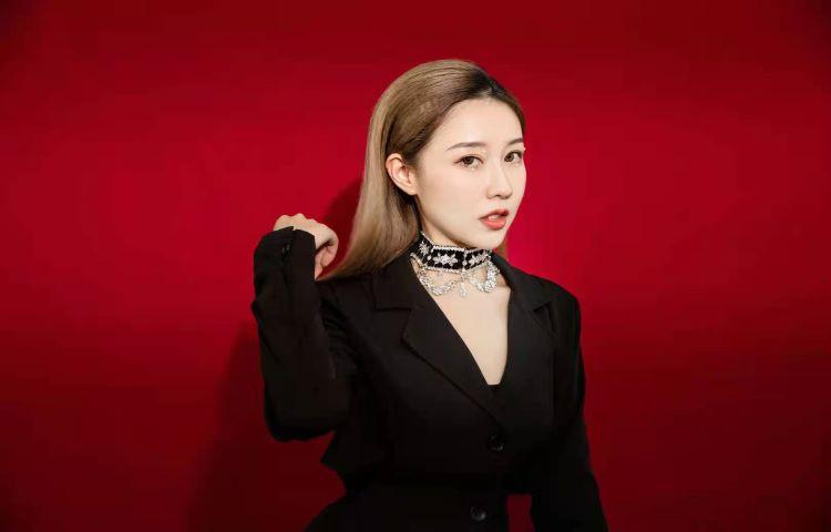 姜瑩-開心麻花沈陽站簽約演員、表演教師